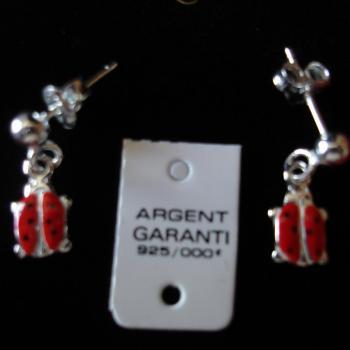 boucles-d-oreilles-pendantes-en-argent-et-emaille-modele-coccinelles.jpg
