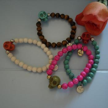 bracelets-perles-tete-de-mort.jpg